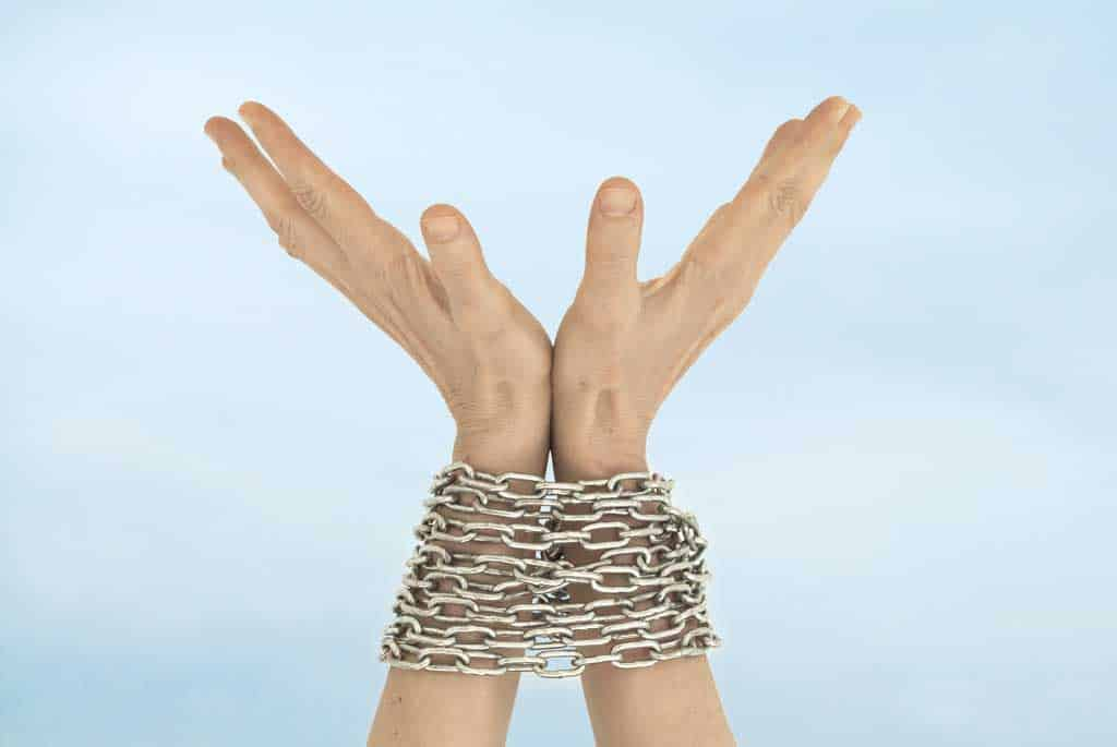 freedom-hands-chain